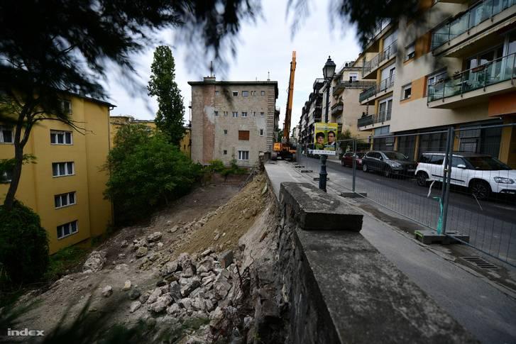 Veszélyhelyzetet állapított a Logodi utcai támfalomlás miatt a független statikai vélemény