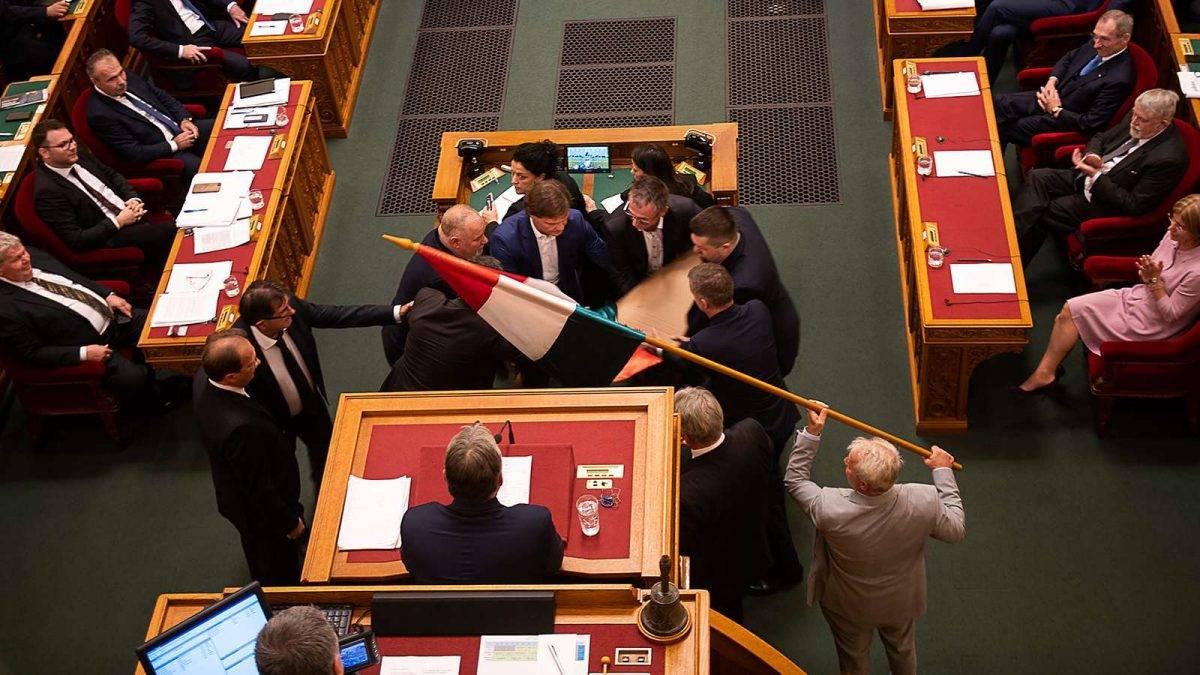 Burány - Fidesz kettős mércét alkalmaz (a cikkben trágár fotó látható)