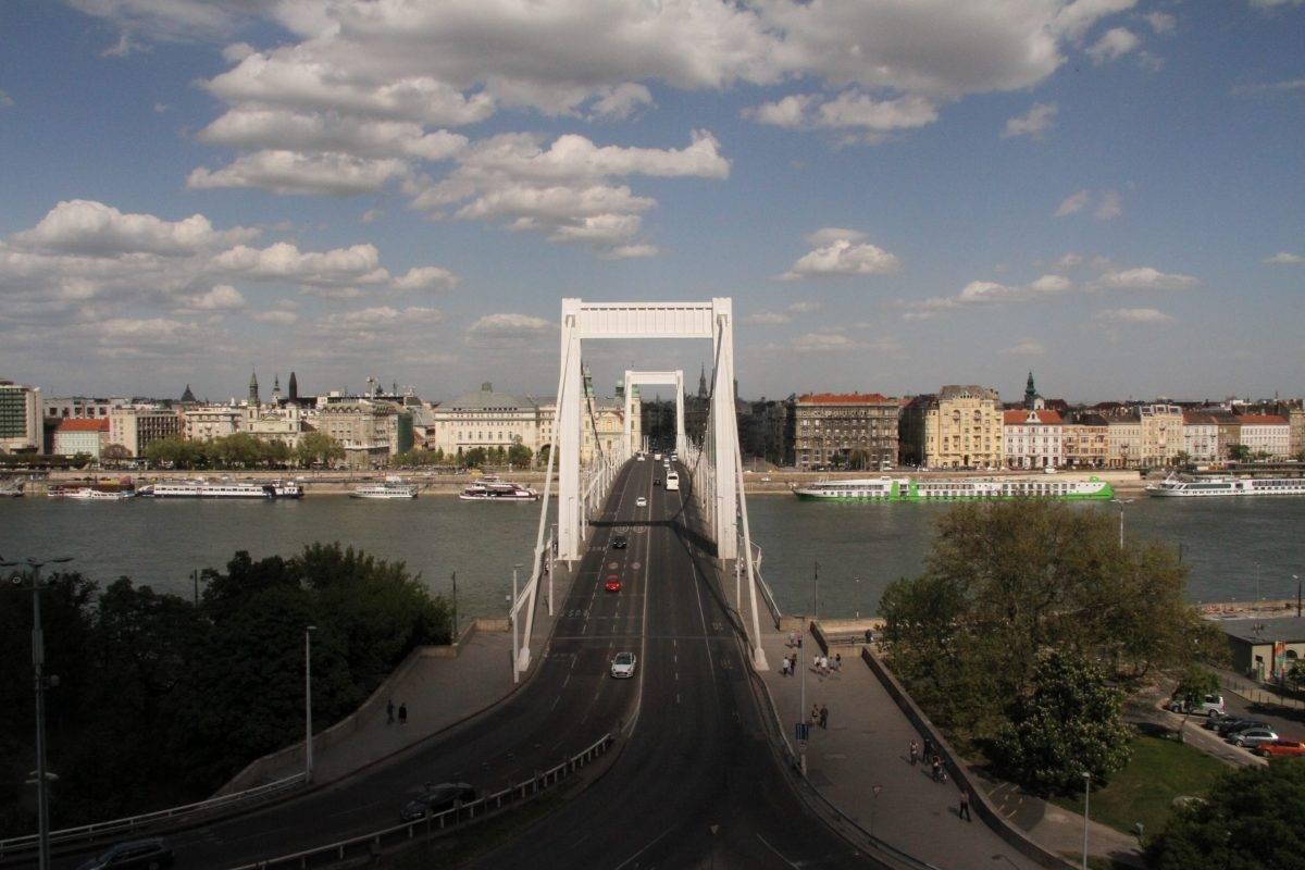 Lezárják az Erzsébet hidat