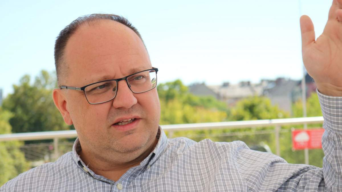Háborog a Fidesz Niedermüller kijelentése miatt.