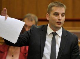 """""""Barba-trükknek"""" nevezte a Parlament mai szavazását"""